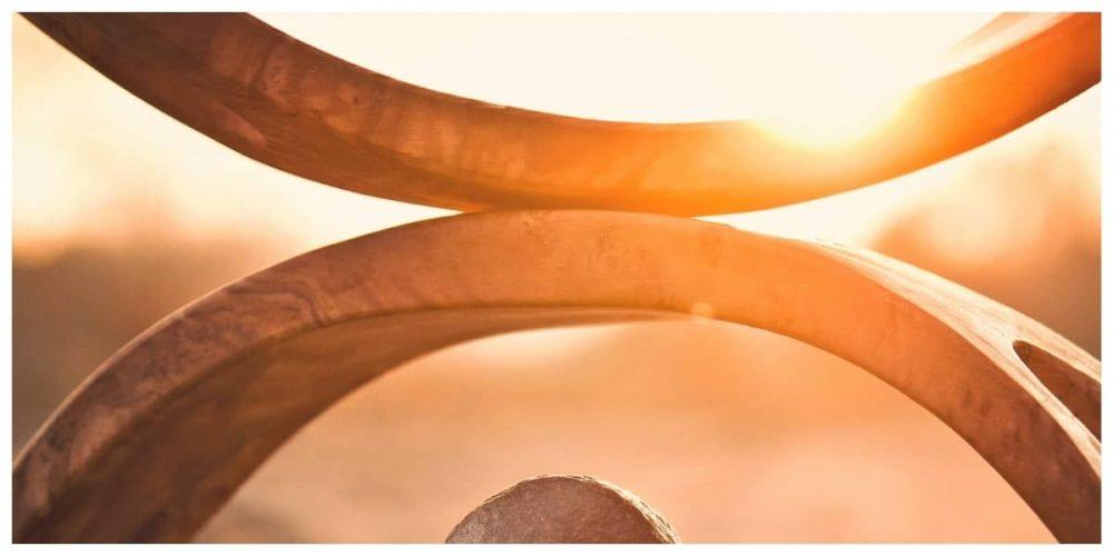 lever de soleil sur sculpture